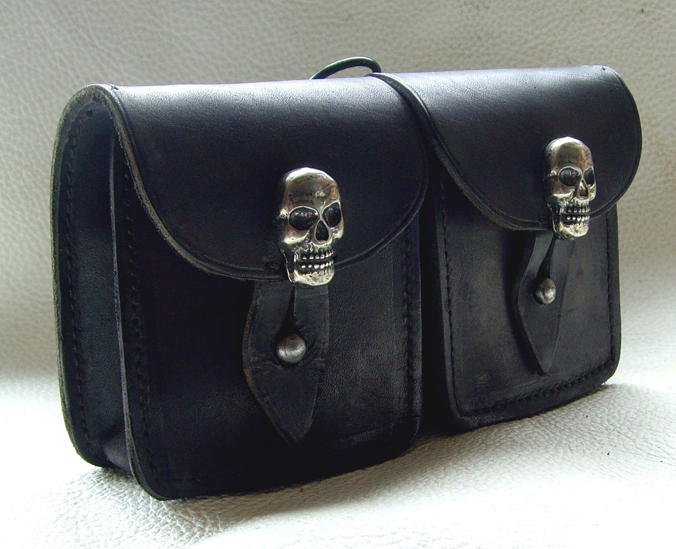 doppel leder g rteltasche skull h fttasche zierniete. Black Bedroom Furniture Sets. Home Design Ideas