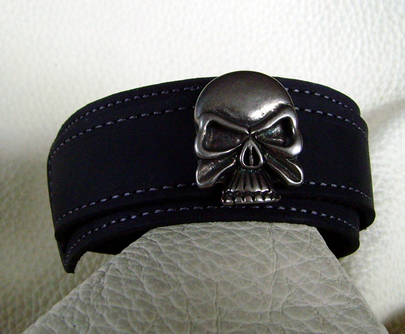 lederarmband skull in verschiedenen leder farben wickelarmband. Black Bedroom Furniture Sets. Home Design Ideas