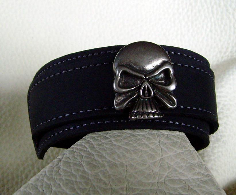 lederarmband skull in verschiedenen leder farben wickelarmband. Black Bedroom Furniture Sets. Home Design Ideas